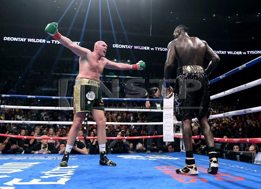 In this file photo taken on December 1, 2018, Tyson Fury (left) taunts Deontay Wilder in the ninth round during the WBC Heavyweight Championship fight at Staples Center in Los Angeles, California. - AFP