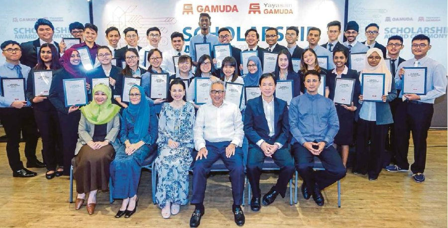 Gamuda Bhd board member Raja Datuk Seri Eleena Sultan Azlan Shah (seated, third from left) and other board members with the 33 scholars.