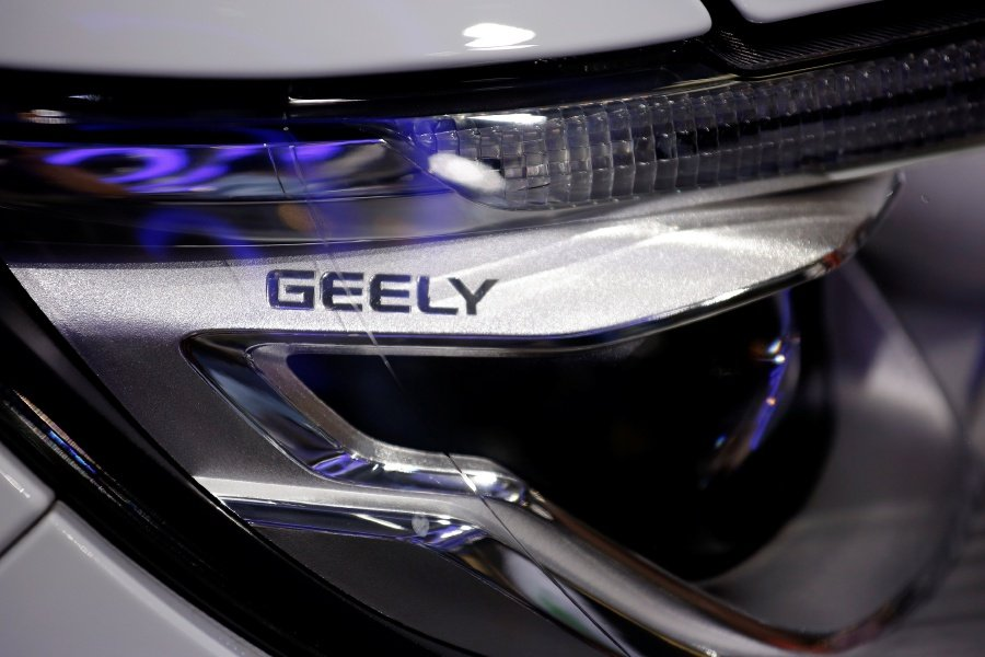 Fiat Chrysler joins BMW, Intel in developing self-driving cars