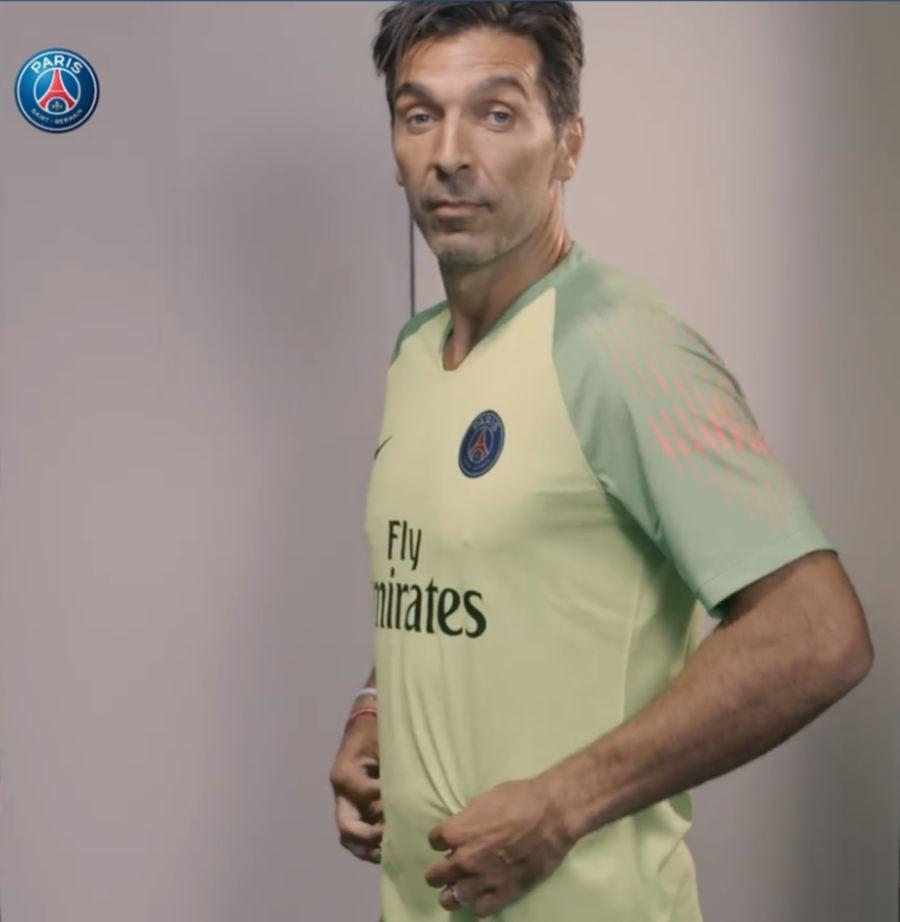 Updated) Gianluigi Buffon joins Paris Saint-Germain  71f126da7