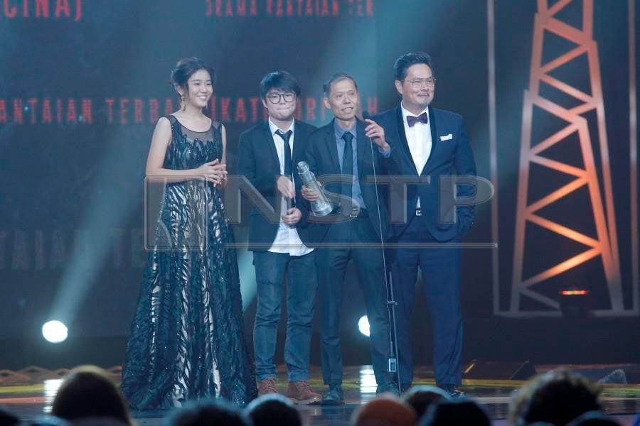 Showbiz: 'Pendosa', 'Dukun' win big at ASK2018 | New Straits Times