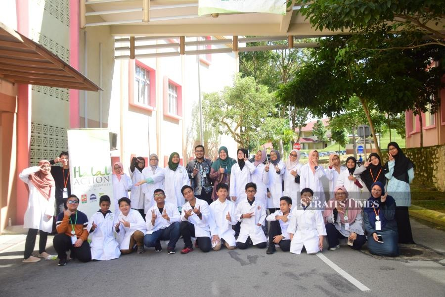 Wan Nur Alya Nabihah Mazli (standing, third from left), Dr Nurdalila A'wani Abd Aziz (standing, eighth from left) and Muhammad Adzriel Azief Abdul Shukor (front row, fifth from left) with other participants of the National Halal Action for Young Scientist camp.