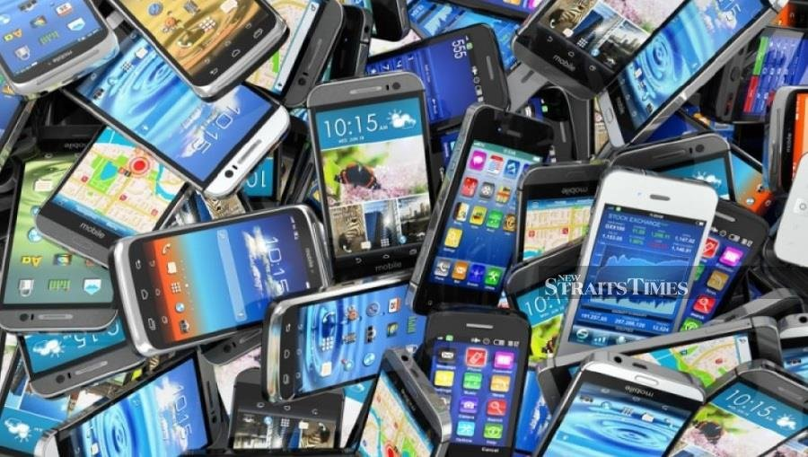 Research shows that Internet and mobile phone addictions are as addictive as drugs. - FILE PIC