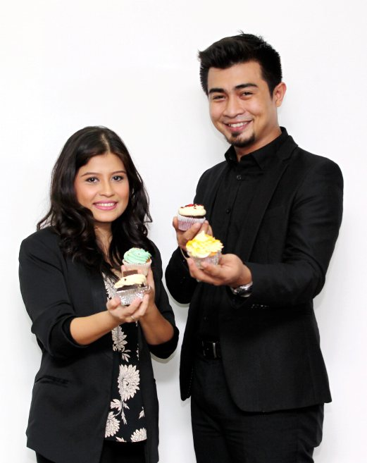 Singapore Based Chef And Fine Food Consultant Sarah Samsul Ariffin Together With Local Celebrity Fikree Aznan Of Tv3 S Dapur Panas Fame Singer
