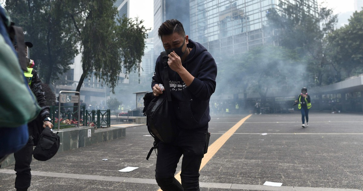 Hong Kong cops badly beaten by democracy protesters