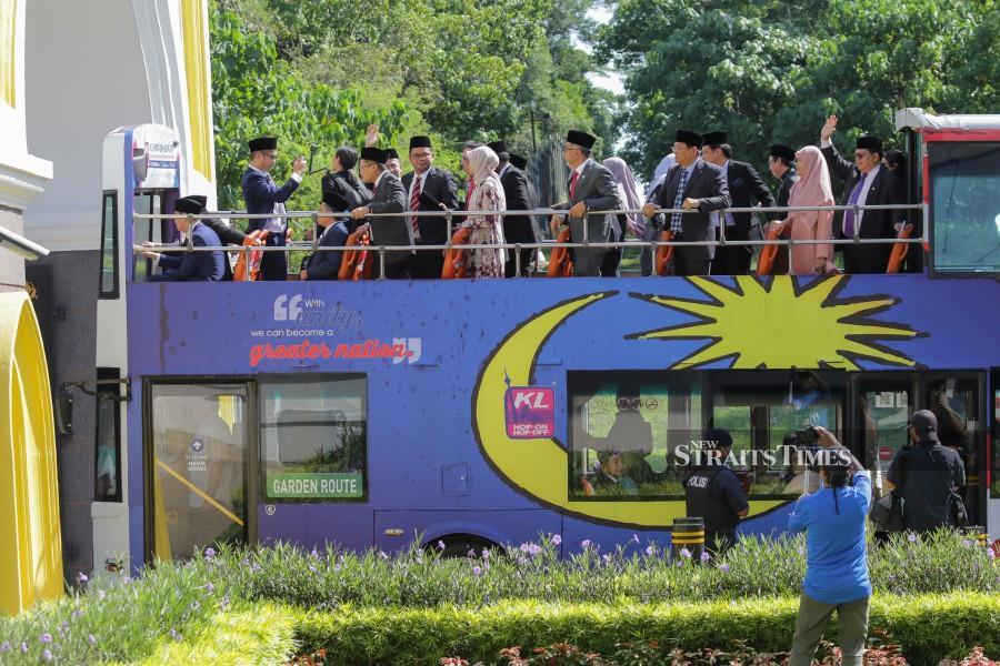 PKR members of parliament on board a Hop-on Hop-off bus seen entering Istana Negara. - NSTP/Aizuddin Saad
