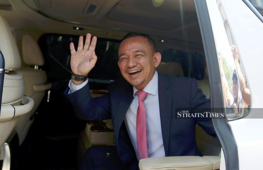Simpang Renggam MP, Dr Maszlee Malik waves as he arrives at Istana Negara. -NSTP/Hairul Anuar Rahim