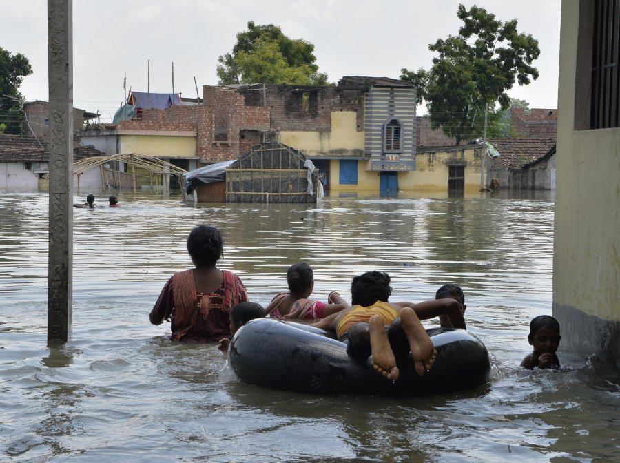 Death toll from South Asia flooding tops 1000