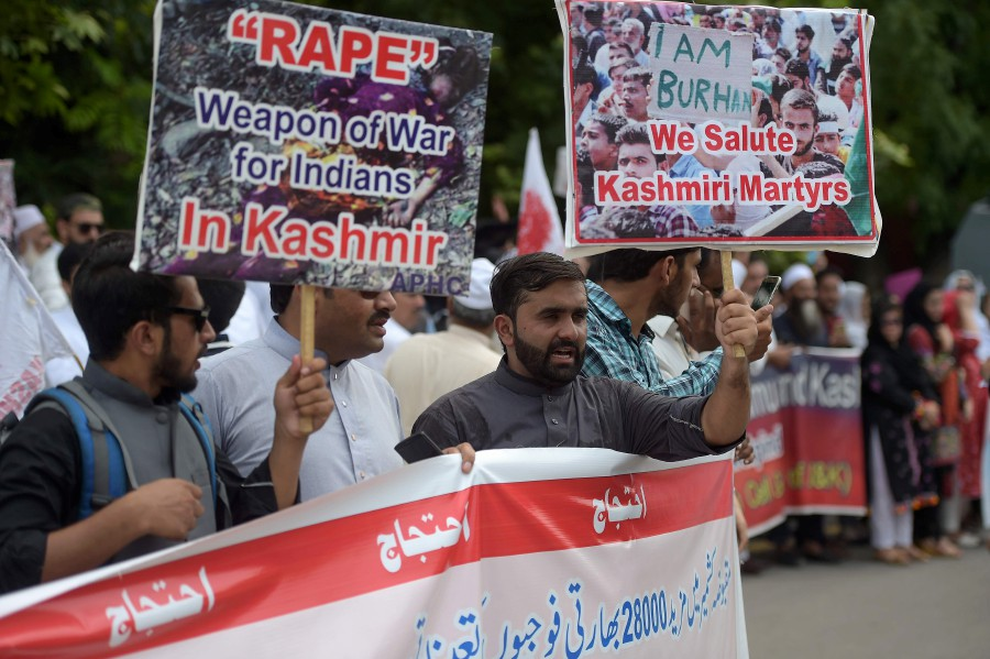 Pakistani Kashmiri hold placards during an anti-Indian protest at the diplomatic enclave in Islamabad on August 5, 2019, as they denounce the ongoing unrest situation in Indian administered Kashmir. — AFP