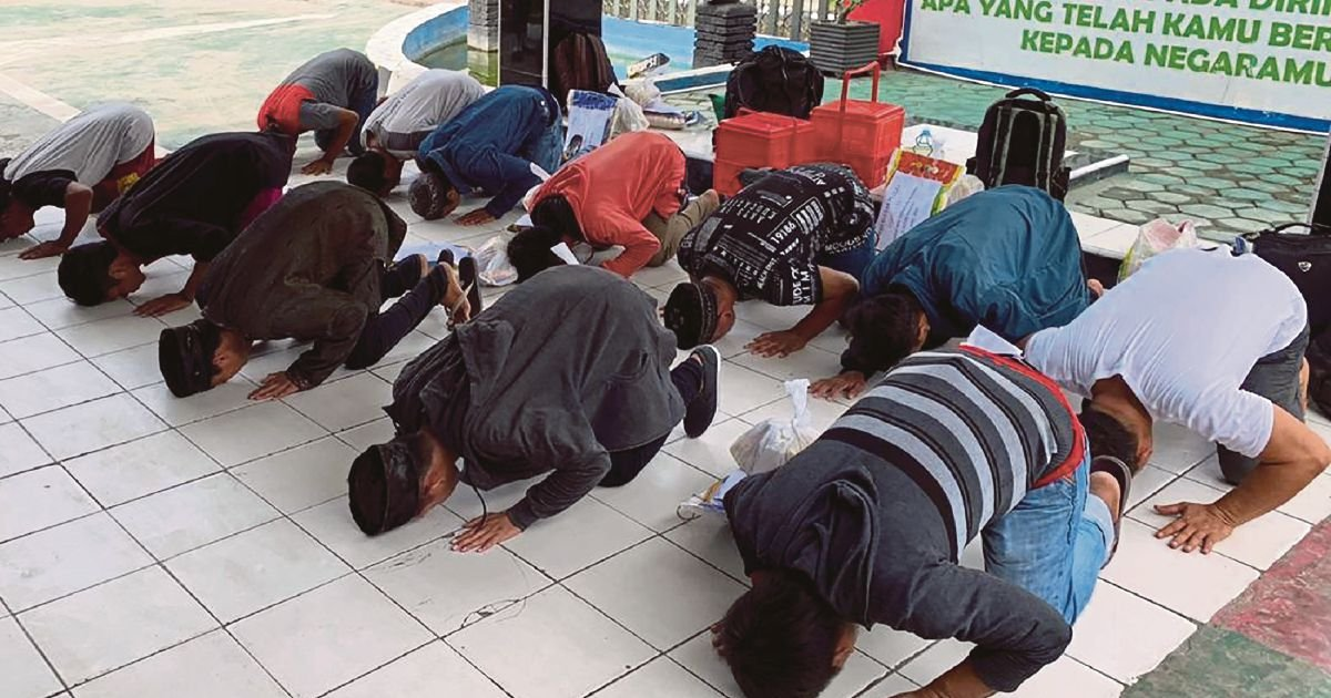 Indonesia frees 18,000 inmates from bursting jails over virus ...