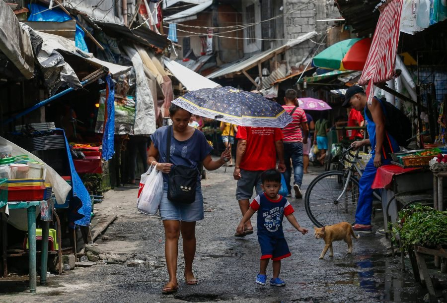 East Asia and the Pacific has the world's largest slum population, according to a World Bank report released 03 October entitled 'Expanding Opportunities for the Urban Poor.' Data shows that there are 250 million people with poor-quality housing, limited access to basic services, and at risk to hazards such as flooding. China, Indonesia, and the Philippines account for the bulk of the region's urban poor, with 75 million people living on less than US$3.10 (€2.64) a day. EPA-EFE pic