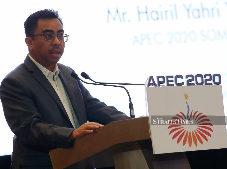 Senior Officials Meeting (SOM) chairman Hairil Yahri Yaacob delivers his speech during the opening ceremony of the APEC Informal Senior Official's Meeting (ISOM) and SOM at Langkawi International Convention Centre in Langkawi. -NSTP/Sharul Hafiz Zam