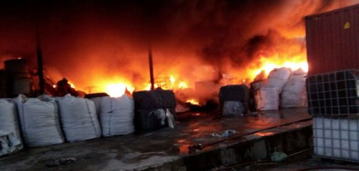Massive morning blaze destroys Subang factory, chemical storage
