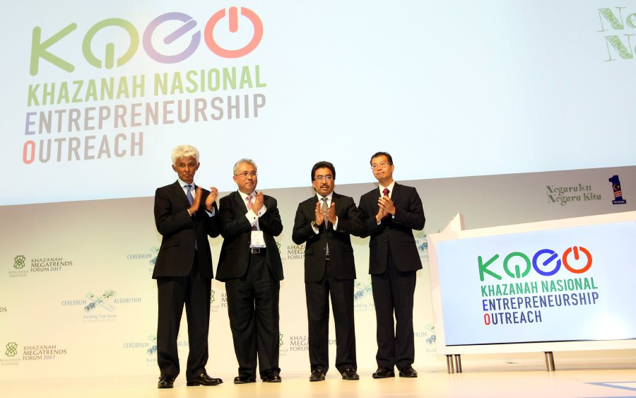 Second Finance Minister Datuk Seri Johari Abdul Ghani (second from right) together with (from left) Khazanah Nasional Bhd executive director Datuk Charon Mokhzani, Khazanah Nasional Bhd managing director Tan Sri Azman Mokhtar and Khazanah Nasional Bhd Investments executive director Tengku Datuk Seri Azmil Zahruddin Raja Abdul Aziz at the launch of the Khazanah Nasional Entrepenurship Outreach during the Khazanah Megatrends Forum 2017. (Pic by MAHZIR MAT ISA)