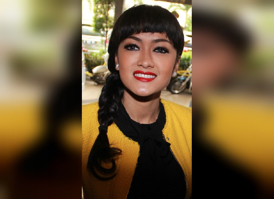 Indonesian artiste julia perez dies at 36 after battle with cancer indonesian artiste julia perez dies at 36 after battle with cancer reheart Images