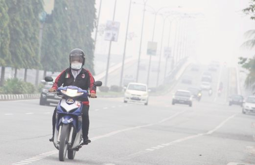A motorist wears a face mask in Alor Star as the state records very unhealthy API reading.