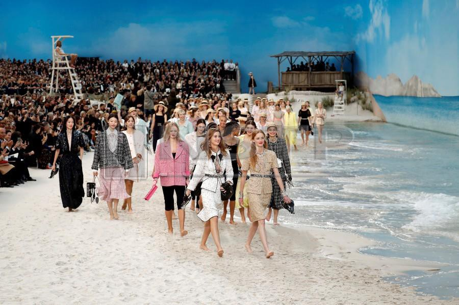 Lagerfeld Takes Chanel To Beach For His Second Youth New Straits