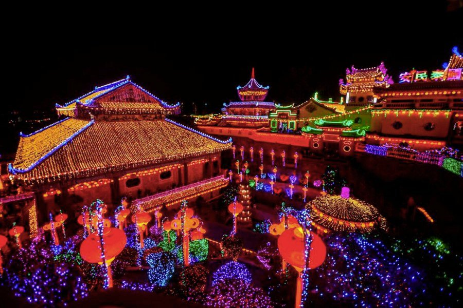 The iconic Kek Lok Si Temple in Air Itam was tonight transformed into a fairyland of lights for Chinese New Year celebration next Friday. Pic by STR/SHAHNAZ FAZLIE SHAHRIZAL