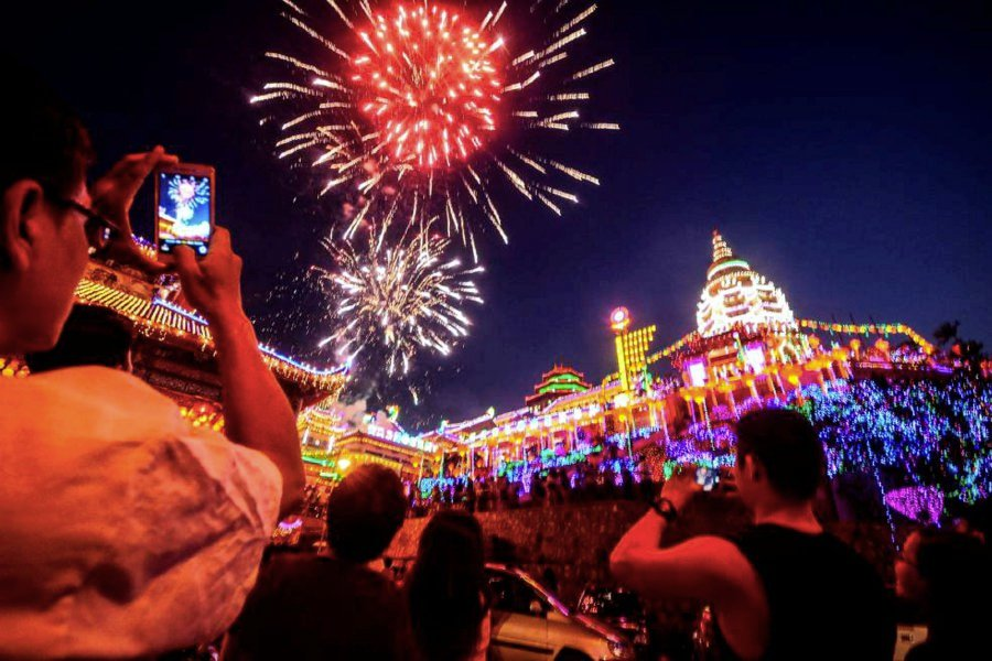 Some 20,000 traditional Chinese lanterns and thousands of modern neon and LED lightings set the 127-year-old biggest Buddhist temple complex in Southeast Asia aglow. To cap the magnificent evening, a spectacular display of fireworks lit the skies. Pic by STR/SHAHNAZ FAZLIE SHAHRIZALSHAHNAZ FAZLIE SHAHRIZAL