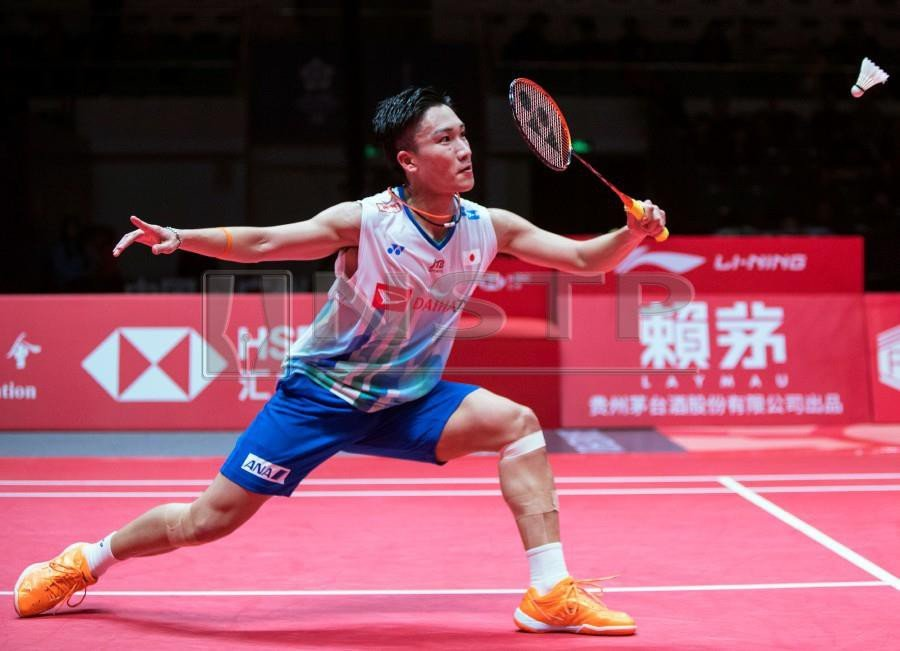 Momota powers into badminton World Tour 2018 Finals semis