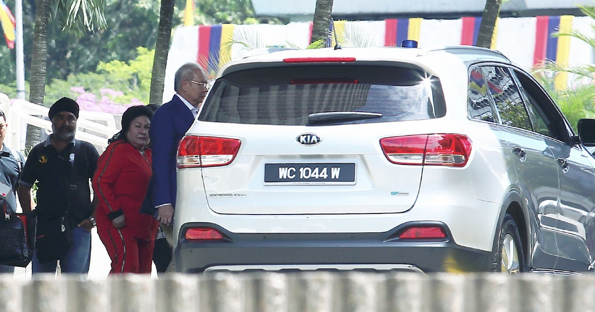 Najib, Rosmah and daughter spend over three hours inspecting seized items at Bank Negara