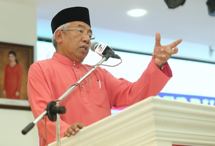 Education Minister Datuk Seri Mahdzir Khalid said that records under the ministry showed there are currently 215 government-assisted religious schools. Pic by NSTP/ADI SAFRI