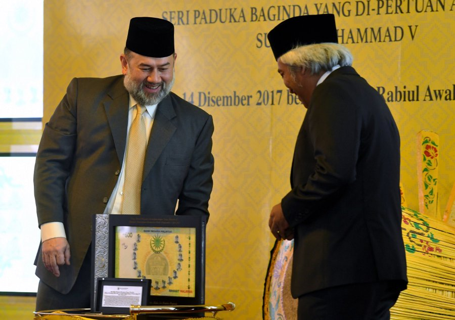 King launches BNM's commemorative banknotes | New Straits Times