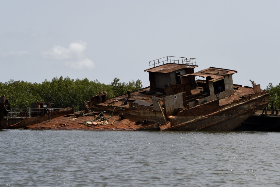 Ghost ships of Lagos, a haven of crime | New Straits Times