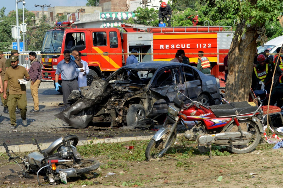 Blast kills at least 20, injures dozens in Pakistan's Lahore