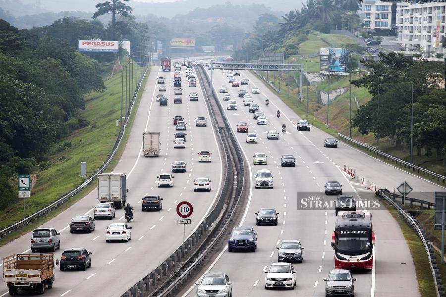 Traffic on the nation's major thoroughfares was reported to be heavy as Malaysians head back to the Klang Valley after the Aidiladha holiday over the weekend. (NSTP/AZHAR RAMLI)
