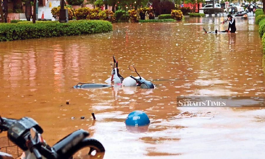 A flash flood inundated Kuala Lumpur recently. We need to ensure preventive measures are in place. - NSTP/File pic