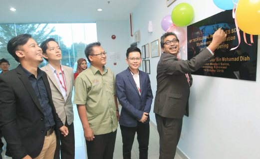 Science, Technology and Innovation (Mosti) Deputy Minister Datuk Dr Abu Bakar Mohamad Diah (right) at the launch of Impiana R&D Centre in Senai, Johor. Pix by Mohd Azren Jamaludin