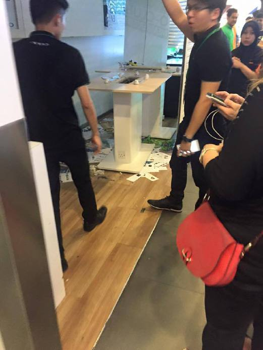 A picture circulating on Twitter allegedly showing the damaged phone shop.