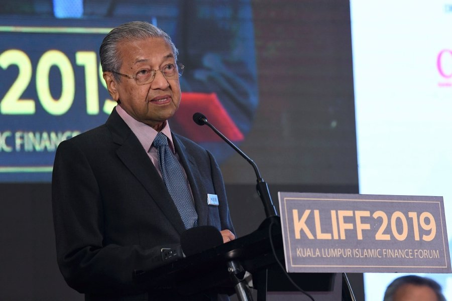 Prime Minister Tun Dr Mahathir Mohamad said 'However, the potential disruptions to traditional Islamic finance should not be underestimated. The disruptions can swing both ways,' at the 15th Kuala Lumpur Islamic Finance Forum 2019, here, today.-Bernama