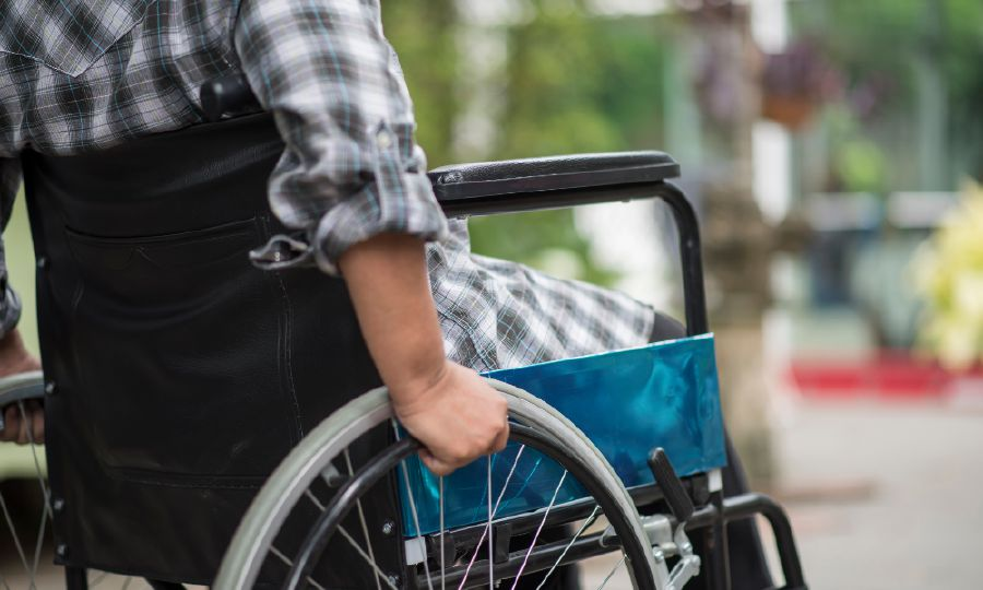 Students with disabilities require accessibility features and learning accommodations for a quality online learning experience. Pic source:  www.freepik.com