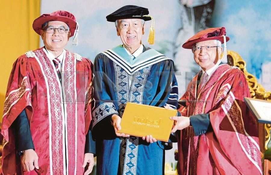 Japanese Ambassador to Malaysia, Dr Makio Miyagawa (center) said to date, no Japanese university has set up a branch outside the country and Malaysia may be the first one to have such a branch. (NSTP/ROSLIN MAT TAHIR)
