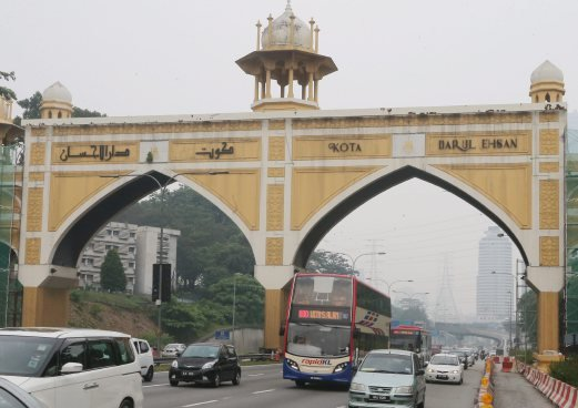 Man Found Hung From Arch Along Federal Highway