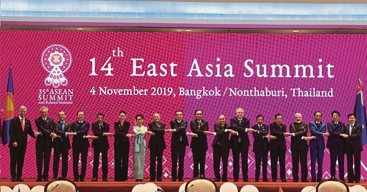 Dr Mahathir captivates international audience at Asean summit