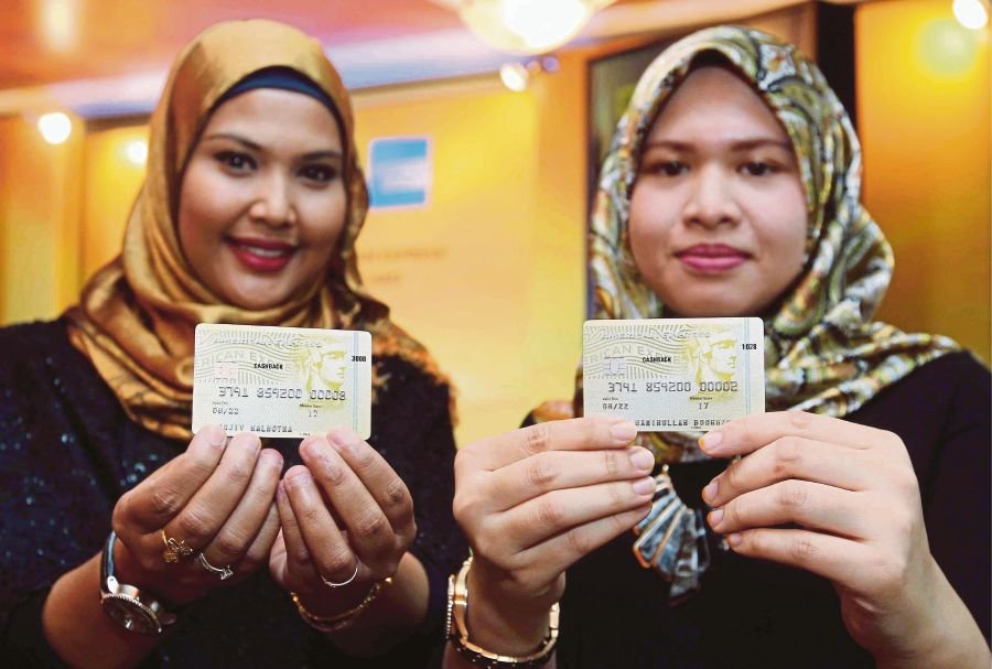 Maybank eyes rm160m spending from amex gold card new straits times models show the credit card american expresss cash back gold credit card after the launched at the menara maybank picture by saifullizan tamadi reheart Choice Image