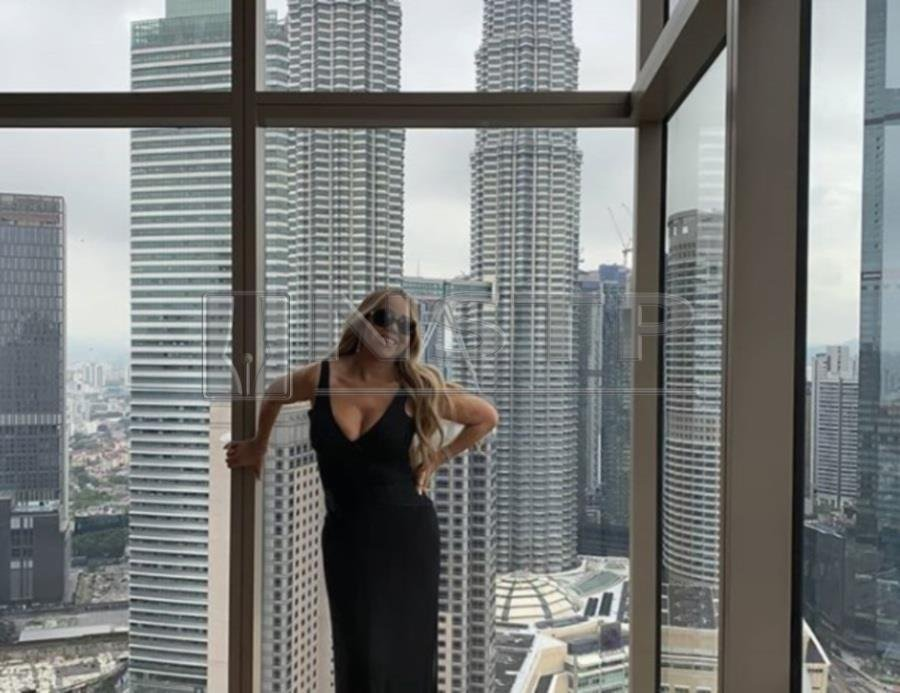 Showbiz: Netizens greet Mariah as she poses with Twin Towers