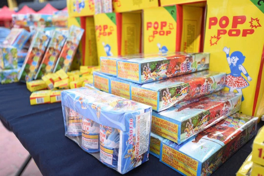 Customs seized RM141,660 worth of contraband firecrackers