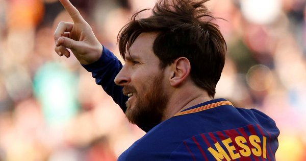 Messi takes Barcelona 11 points clear, Ronaldo hits four
