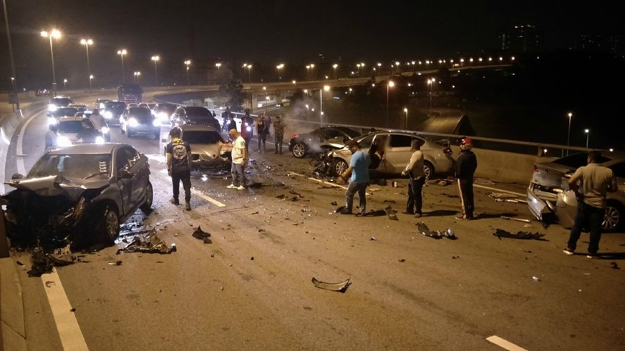Wrong Way Driver Causes Five Car Crash On Mex Highway 1 Killed 3