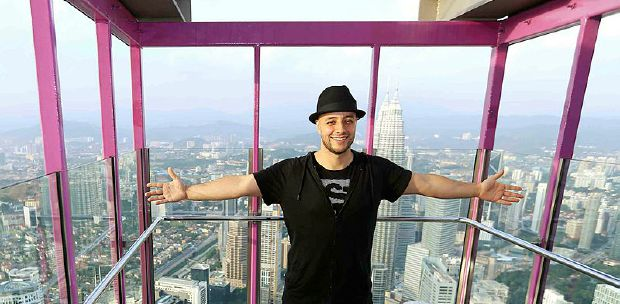 Maher Zain wows audience at Malaysia Tour Concert | New