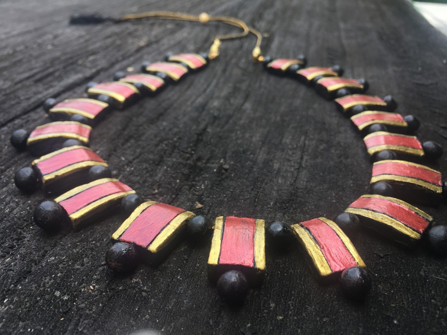 Red, gold and black makes a striking combination. Credit: Jni's Diva Handmade.