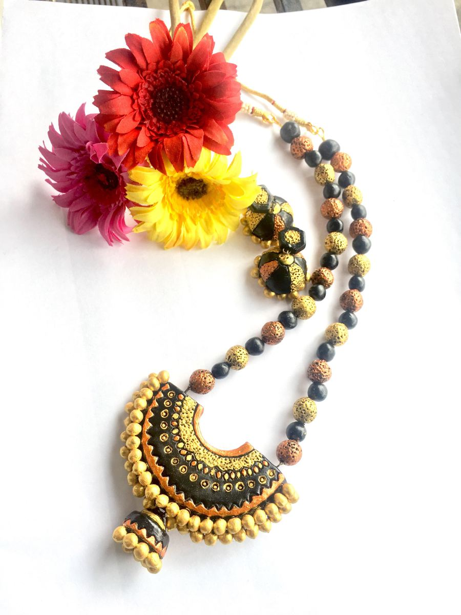 Suitable for modern or traditional attire. Credit: Jni's Diva Handmade.
