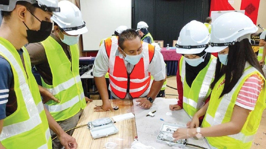 Graduates who attended the Fiber Optics course at the Arau Community College have all received job offers upon completion of the course.