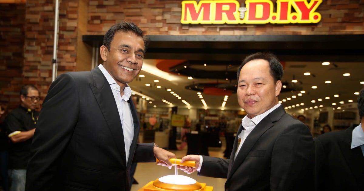 Tan Yu Yeh (right) has seen his wealth soar.