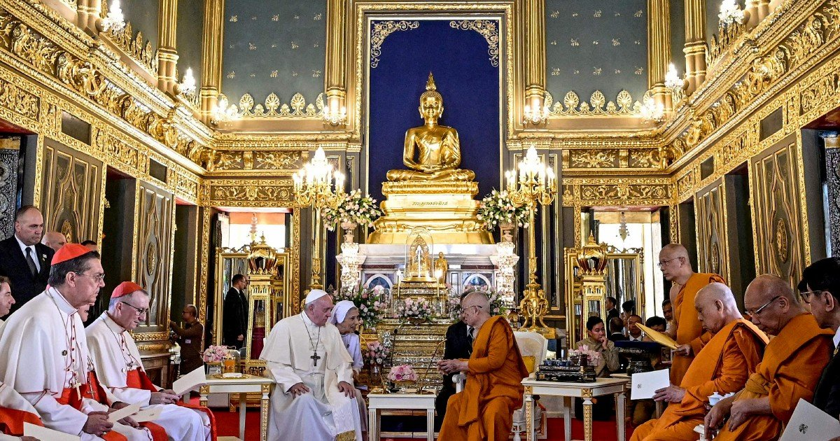 Pope Francis kicks off Asia tour with Buddhist temple visit