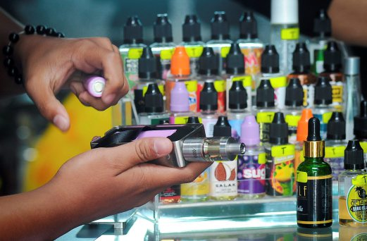 (File pix) The government will not ban e-cigarette but will regulate it based on other countries' experience. Pix by Muhammad Sulaiman